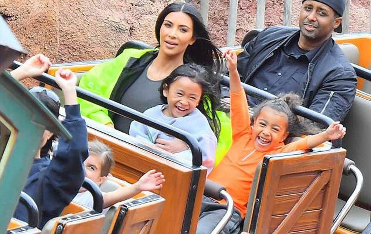 Kim Kardashiani në Disneyland me fëmijët