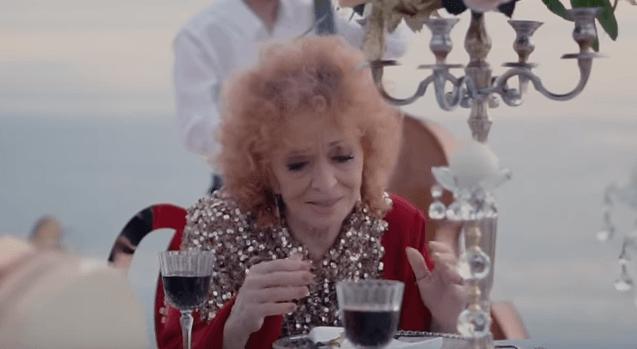 """Rikthehet Nexhmije Pagarusha, sjellë këngën """"Mbushni gotat"""" (VIDEO)"""