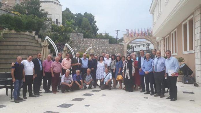 Ja kushtet e intelektualëve shqiptarëve për të dalë në referendum