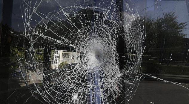 Sulmohet autobusi kosovar në Serbi