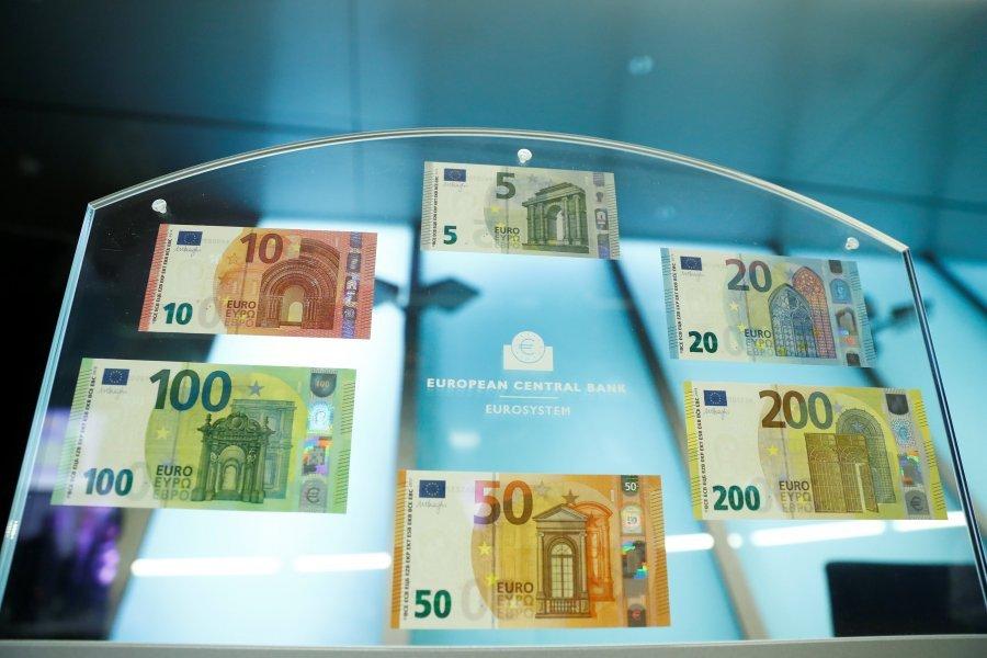 Prezantohen bankënotat e reja 100 dhe 200 euroshe