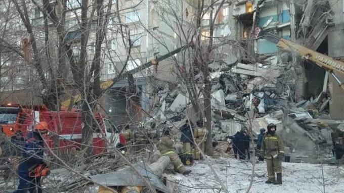 Tre të vdekur dhe 79 të humbur pas rënies së ndërtesës në Rusi