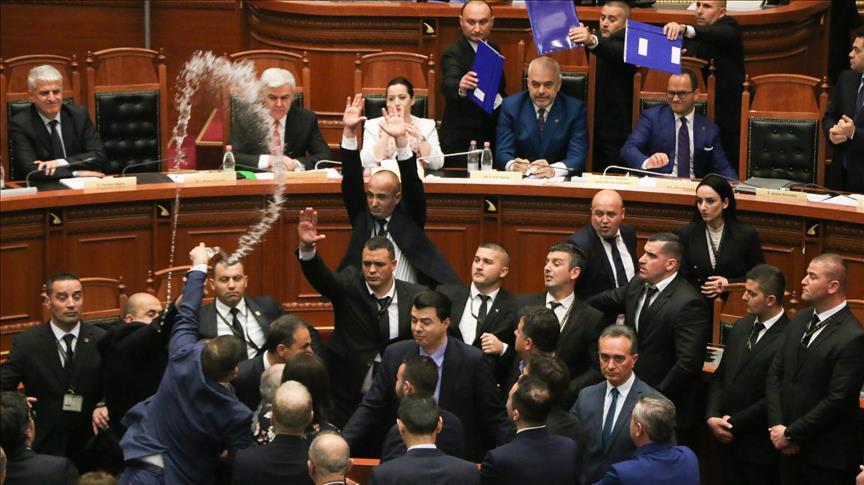 Opozita i jep fund bojkotit, deputetët i kthehen diskutimeve në Kuvend