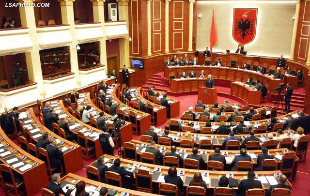 Çfarë parashikon Kodi Zgjedhor për djegien e mandateve?