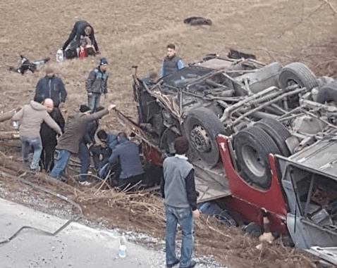 Aksidenti i rëndë në autostradën Shkup-Tetovë.Tre viktima dhe mbi 20 të lënduar
