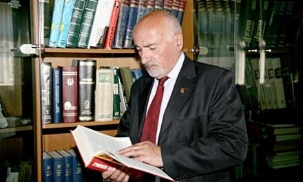 Pse Prof. Dr. Ruzhdi Ushaku nuk është anëtar i Akademisë së Shkencave dhe Arteve të Kosovës?