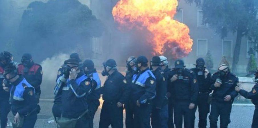 Reagon Ambasada Amerikane: Dhuna jodemokratike, duhet të ndalojë