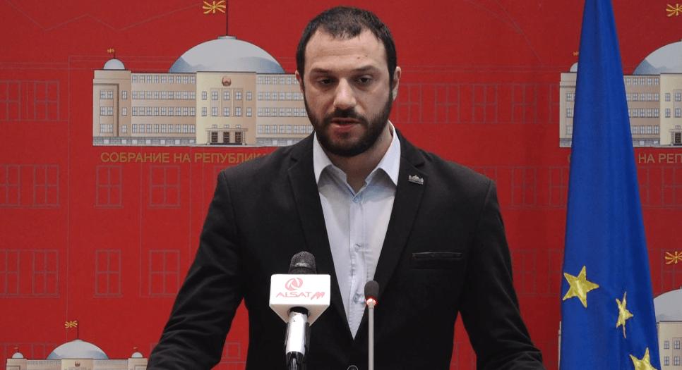 Në përgjime duke porositur drogë, dorëhiqet deputeti maqedonas