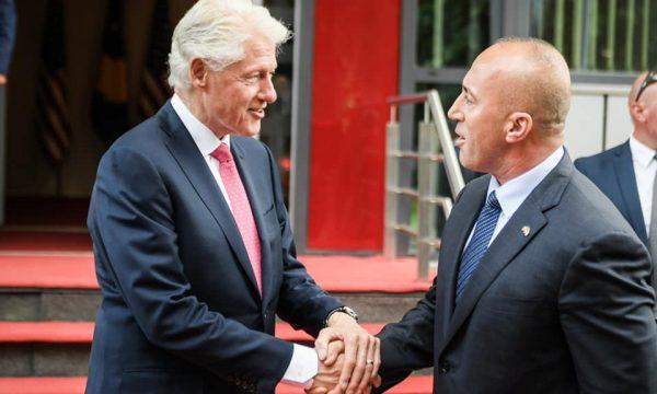 Bill Clinton viziton Kosovën: Kosova meriton të jetë në BE dhe në NATO