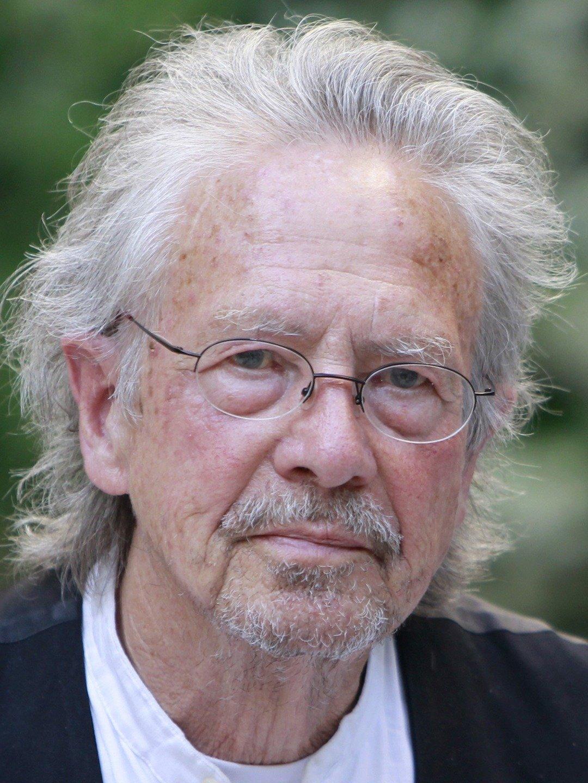 Nobelisti Peter Handke shpallet non-grata në Kosovë.