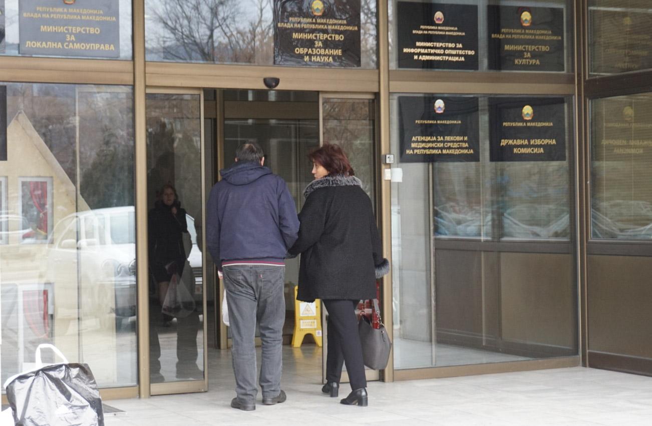 Një pjesë e administratës shtetërore do të transferohet tek kompanitë private