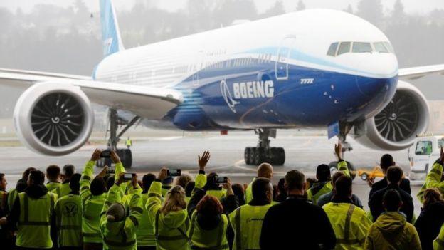 Avioni më i madh/ Boeing 777X realizon fluturimin e parë