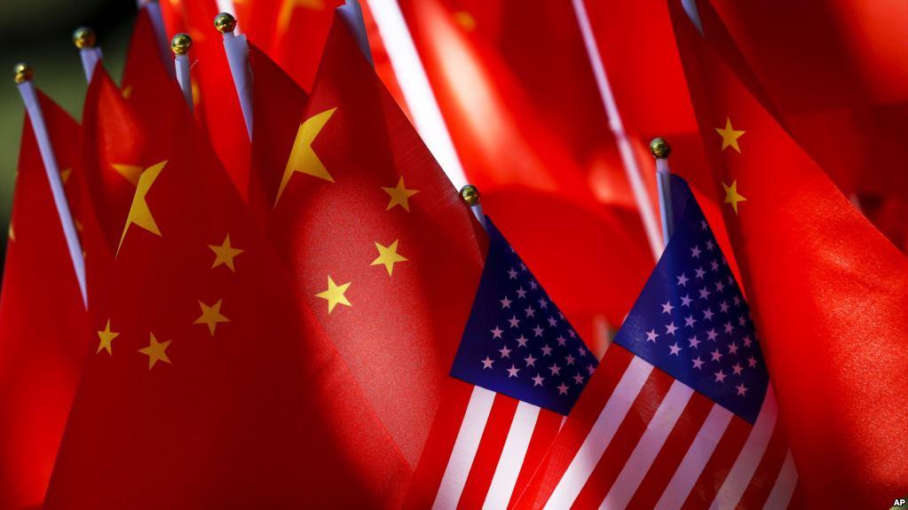 Ambasadori amerikan në Britani akuzon Kinën: Mbuluan faktet për koronavirusin