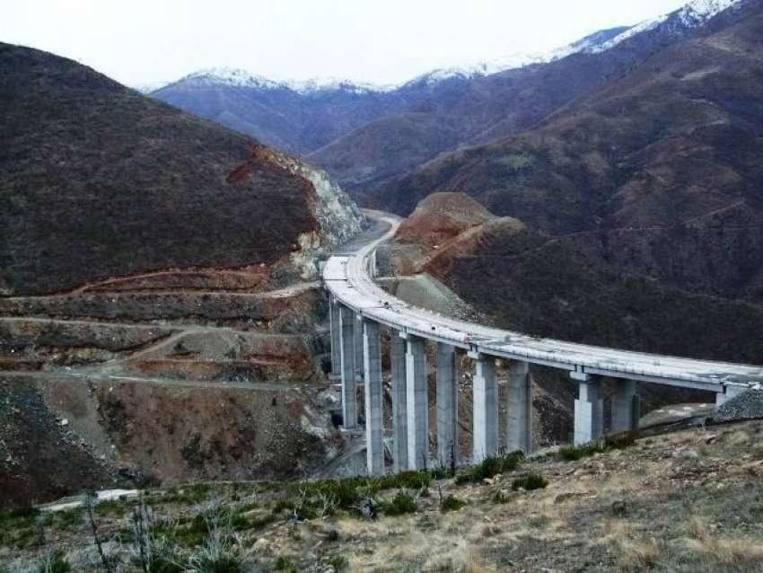 Përfundon ura më e lartë në Ballkan,në rrugën e Arbrit