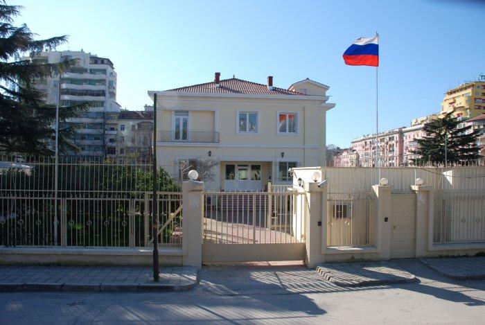 Shqipëria dëbon diplomatin rus, reagon Moska