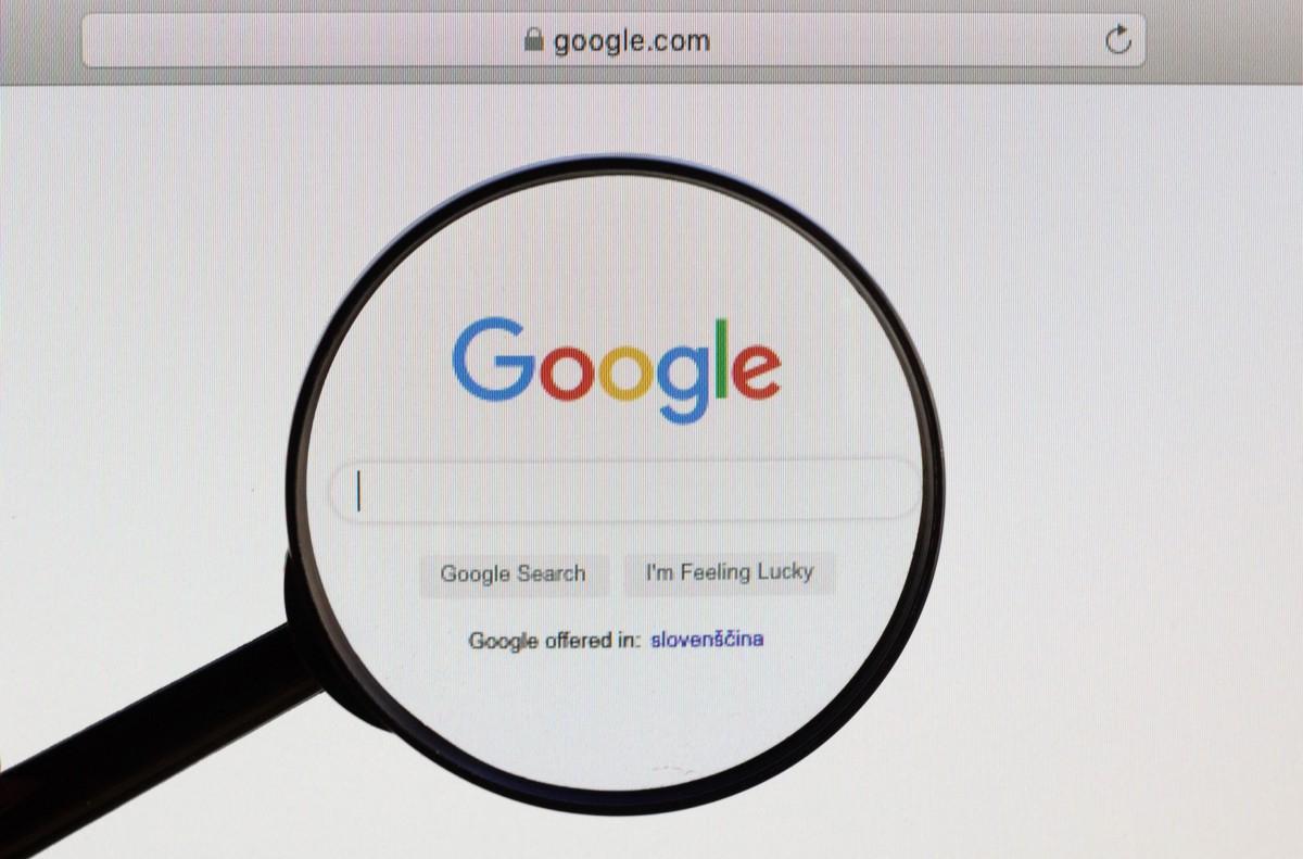 """""""Google"""" publikon listën e fjalëve më të kërkuara në vitin 2020"""