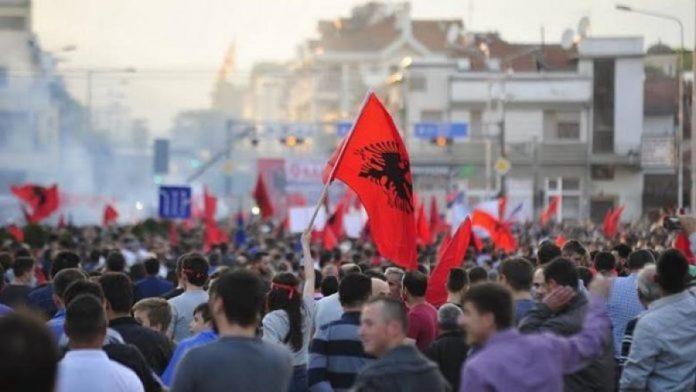Çfarë kërkojnë dhe çka u ndalohet shqiptarëve në Maqedoninë Veriore?